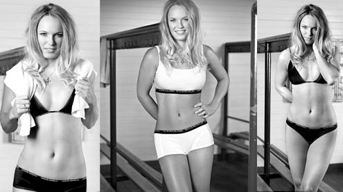 Wozniacki shows off toned abs in sports underwear