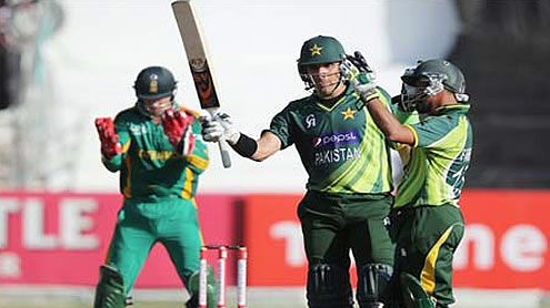 Farhat and Misbah help Pakistan level one-day Series