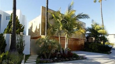 Luxury villas, designer labels: jailed Mexico union boss' U.S. oasis