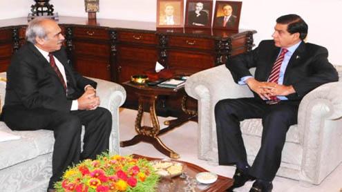 WAPDA briefs PM on water, power projects