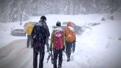 1 dead, 1 missing in avalanches east of Seattle