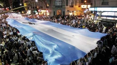 Argentines hold mass rallies against government