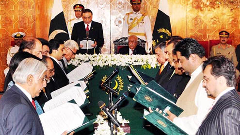 Federal interim cabinet sworn in sans Dr Mushtaq Khan
