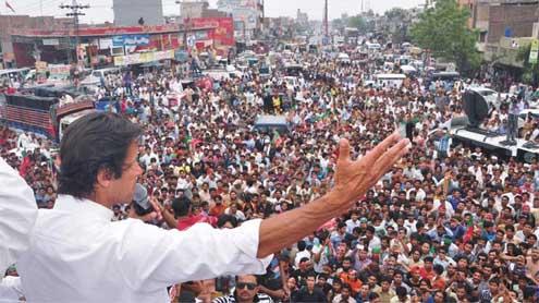 "Imran terms Nawaz Sharif ""coward person"", challenges for debate"