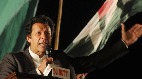 Imran falls off stage at Lahore rally; receives head injuries