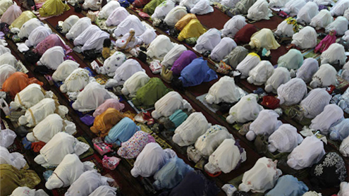 Asia begins Ramazan, with prayers and blasts