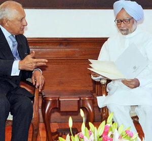 Nawaz envoy meets Singh