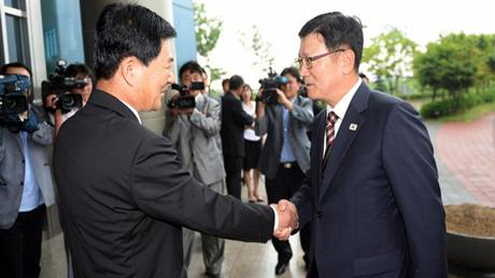 North and South Korea discuss reopening Kaesong complex
