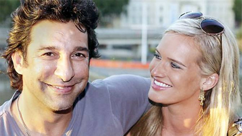 Wasim Akram clean bowled by Melbourne beauty
