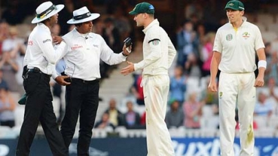 Clarke's push and shove with umpire Dar in row over bad light