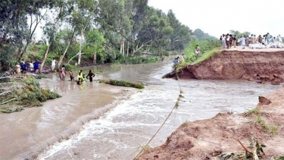 Rains leave 100,000 affected: Indus, Chenab in high flood