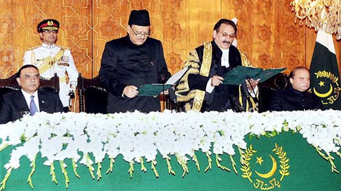 Mamnoon Hussain takes oath as 12th President of Pakistan