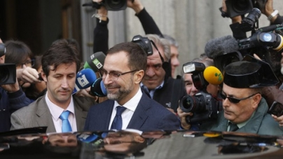 Spain Newspaper to help Spying Probe