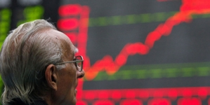 KSE-100 Rises 355 Points; Rupee Ends Steady