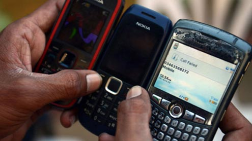 Pakistan blocks sale of mobile phones