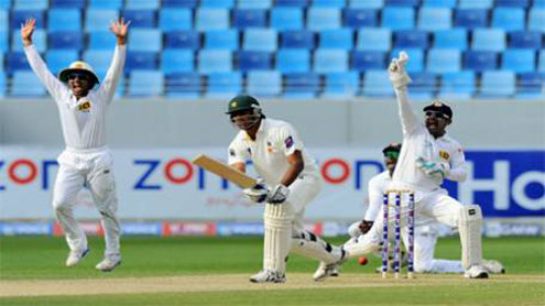 Bowlers give Sri Lanka edge over Pakistan