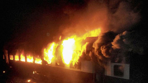 Train Fire Kills Nine Near Mumbai