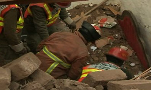 13 killed in roof collapse, road accident