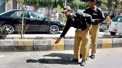 Explosion in Karachi Kills Eight cops  injures 20 others