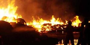 Fire Erupts in Rainbow Centre Karachi