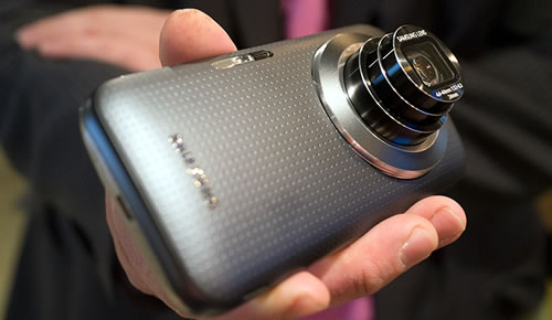Samsung Galaxy K Zoom: A Crazy Phone-Camera Hybrid with Optical Zoom