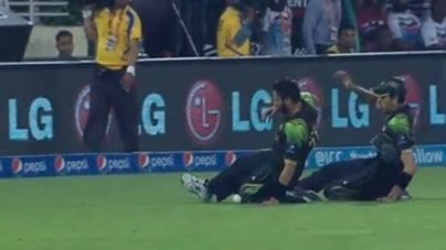 Afridi & Gul Funniest Fielding Dive