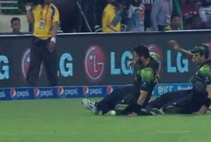 Afridi & Gul Funniest Fielding Dive