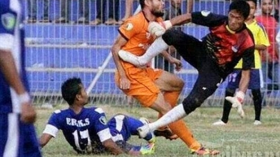 Indonesian Footballer Akli Fairuz Dies after Horror tackle from Goalkeeper