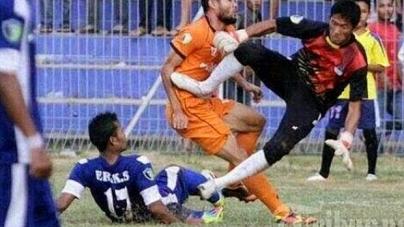 Indonesian Footballer Akli Fairuz Dies after Horror tackle from Goalkeeper