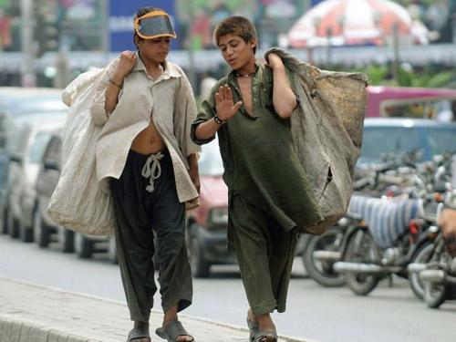Child beggars Pakistan
