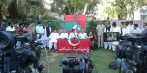 PTI boycotting Geo and Jang: Imran Khan