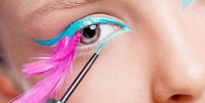 Summer Beauty trend Bright Eye liner