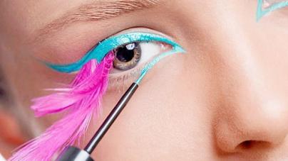 Summer Beauty trend Bright Eye liner