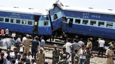 At least 10 Dead in India train Crash
