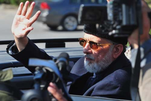 Tahir-ul-Qadri Flight Lands in Lahore