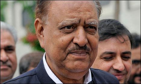President Mamnooon Hussain Arrives Saudi Arabia for Umrah