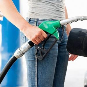 Oil Up on Drop in U.S. Crude Stockpiles