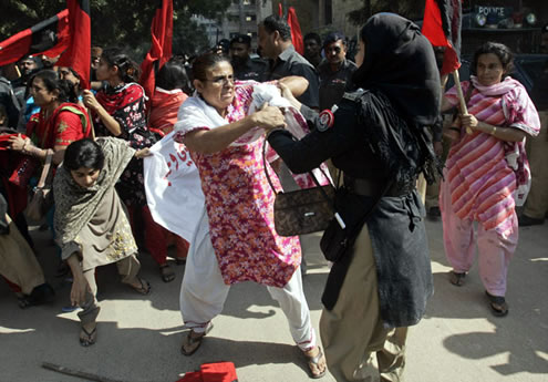 Woman Among 6 killed as PAT Supporters clash with Lahore Police