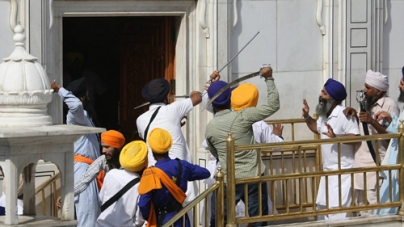 Sword Wielding Sikhs Clash at India's Golden Temple During Prayers