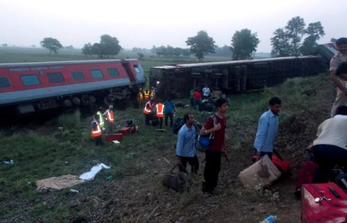India train derails
