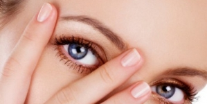 10 Make-up Tips for Girls with Eyeglasses