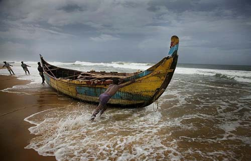 Pakistan To Release 57 Indian Fishing Boats
