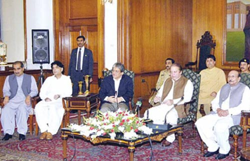 PM Nawaz Sharif Unhappy Over Mishandling of Karachi Operation