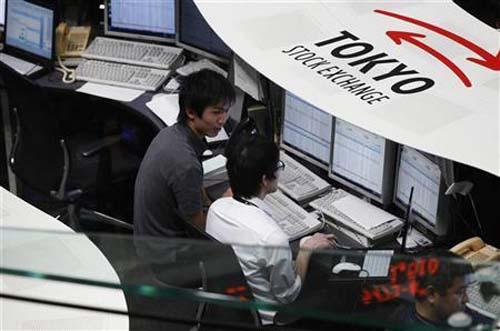 Tokyo stocks slip