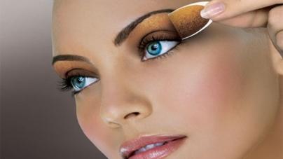 3 Smart Tips For Wearing Glitter Eye Shadow