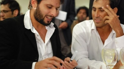 Shahid Afridi and Younis Khan Distributes Relief to IDPs