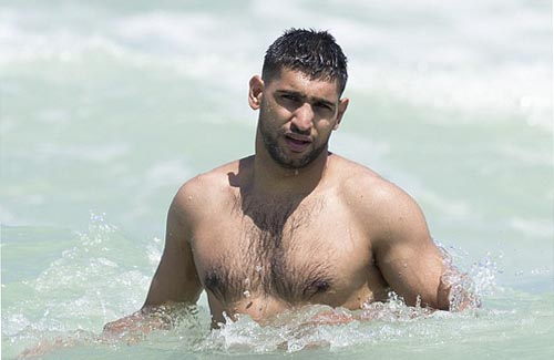 Shirtless Boxer Amir Khan Enjoys Relaxing Miami Holiday With Wife Faryal