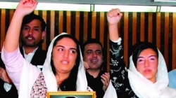 Bakhtawar Bhutto & Asifa Bhutto Zardari Attempts Ice Bucket Challenge