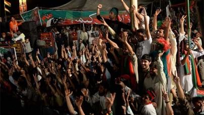 Azadi March Sit-in Drawing Crowds Again
