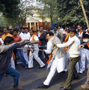 Hindu-Muslim Clashes in Indian Gujarat 40 Arrested